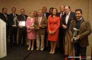 Los premiados con los miembros del jurado