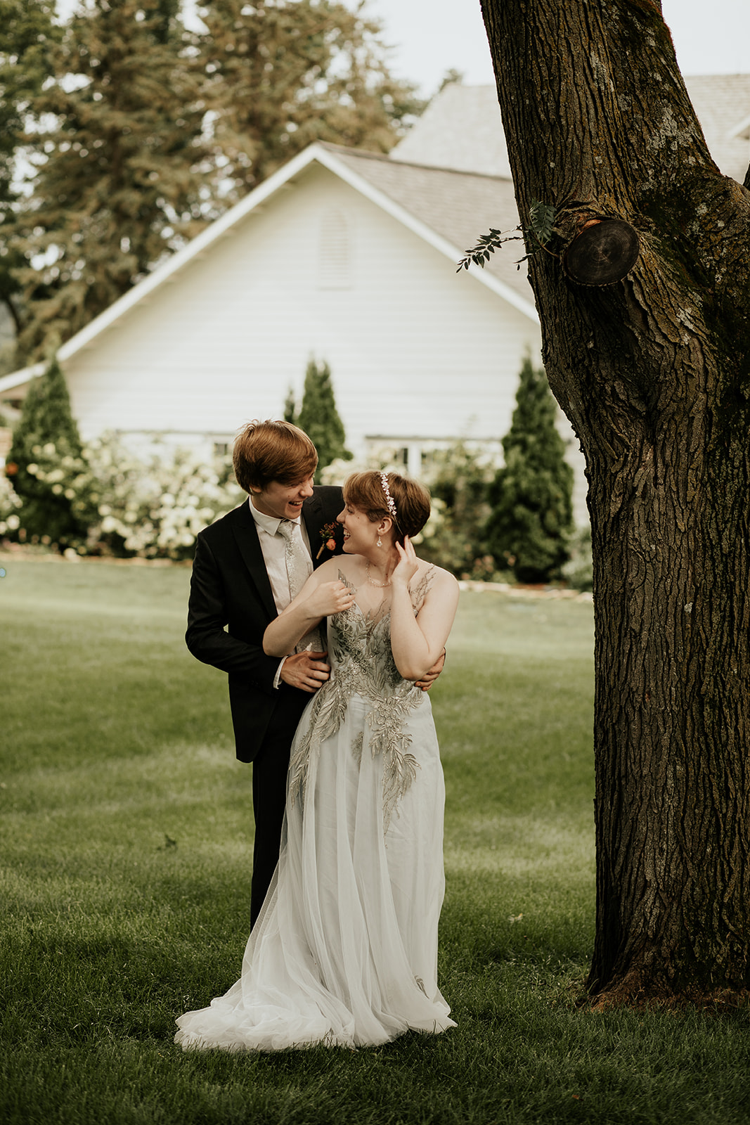 intimate summer wedding in minnesota