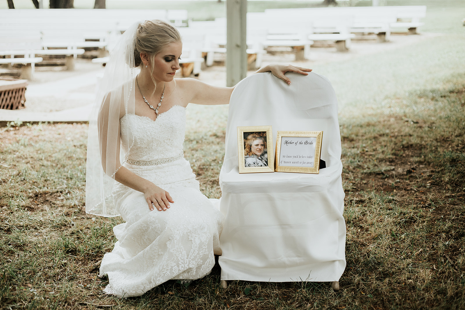 bride paying tribute to late mother