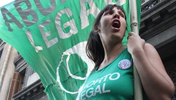 בעקבות מאבק נשים נחוש בארגנטינה: הקונגרס אישר את החוק המתיר הפלות