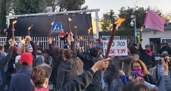 אלפים הפגינו ברחבי הארץ נגד נתניהו, ממשלתו הימנית והשחיתות השלטונית