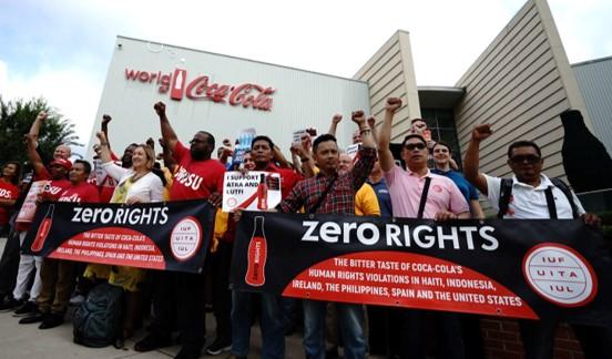 כ-2.6% מכוח האדם: קוקה קולה הודיע שעומדת לפטר כ-2,200 עובדים ברחבי העולם
