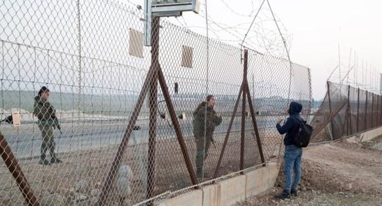 פועל פלסטיני מת בדרכו לישראל לאחר שחיילים השליכו לעברו רימוני גז