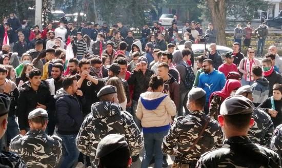 הסטודנטים מצטרפים להפגנות: מחאות נוספות ברחבי לבנון