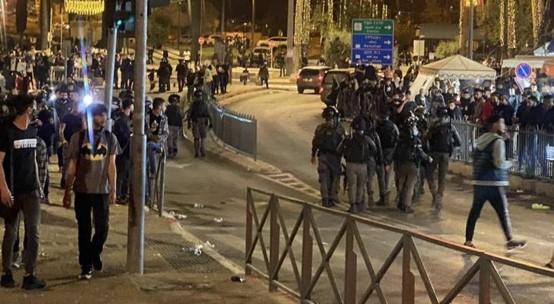 צעירים ערבים ועיתונאים הותקפו: בירושלים נמשכת ההשתוללות הגזענית