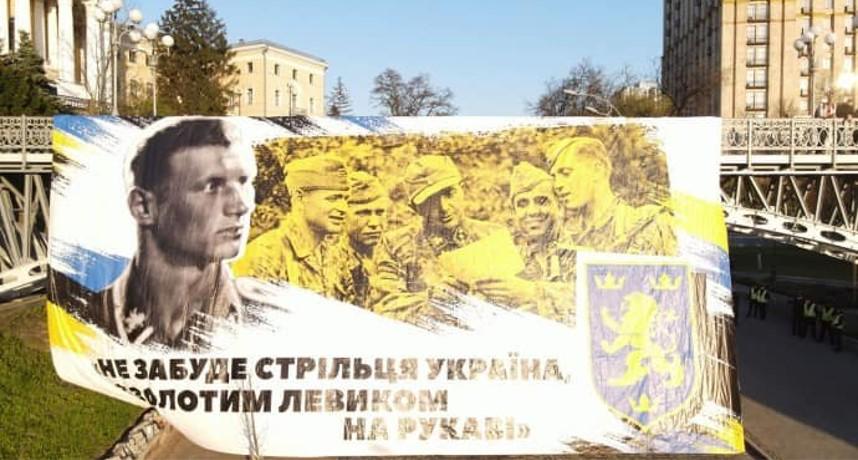 צעדו במרכז קייב: קומוניסטים באוקראינה דורשים לאסור את פעילותם של הניאו-נאצים