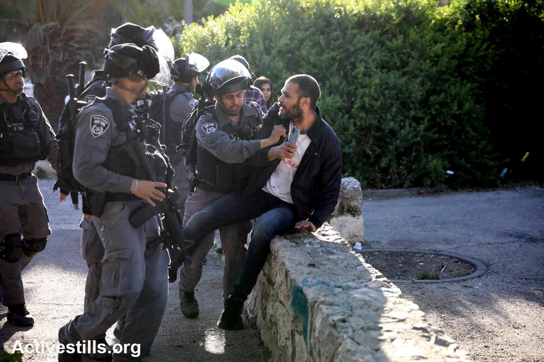 ציד מכשפות נגד עובדים ערבים; שוטרים מגישים תביעות נגד אזרחים המתלוננים על אלימות
