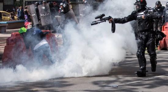 נשיא קולומביה ביטל תכנית כלכלית לאחר ארבעה ימי שביתה ומותם של 21 מפגינים