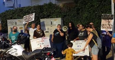 """פעילי """"אנחנו העיר"""" ותושבי דרום ת""""א דרשו לפנות את התחנה המרכזית בהפגנה נודדת"""