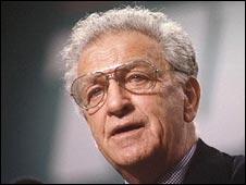 קן גיל מנהיג איגודי עובדים אנגלים ואיש שמאל עקבי נולד ב-30 באוגוסט 1927; מורשתו ממשיכה להתקיים