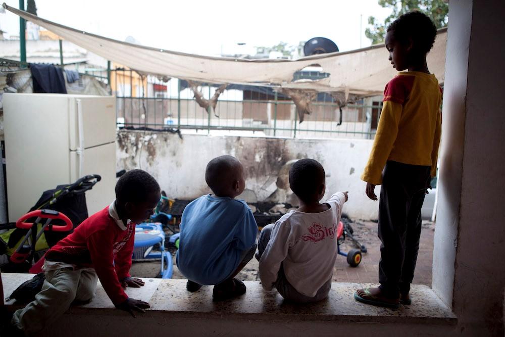 עיריות בגוש דן דבקות במדיניותן הגזענית ומסרבות לרשום ילדי מבקשי מקלט בגנים