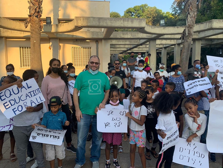 דורשים שילוב במערכת החינוך: מאות מבקשי מקלט וילדיהם הפגינו בעיריית בני ברק