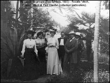 1903, στο κέντρο της παρέας η Ροζαλί Βετκ, ο Φράνσις Βετκ και ο Πωλ Κλωντέλ στο Φουζού, της επαρχίας Φουτζιάν