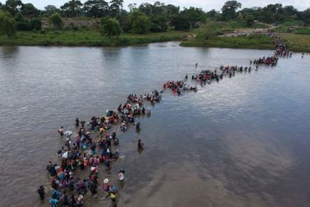 Migrant Caravans and Border Walls: a Conversation with Carlos Bravo Regidor & Alexandra Délano