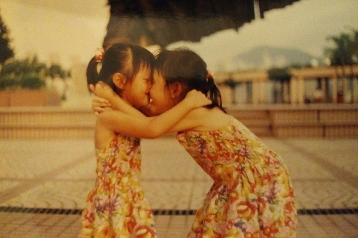 1400_933-2_sisters