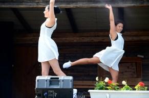 Ida och Pia. Sommardans i Bonnstan, Skellefteå.