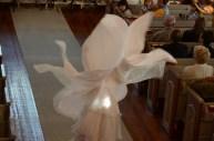 Bella dansar loss i sin fina klänning