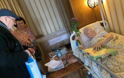 """Мы продолжаем навещать с благотворительной гуманитарной помощью пожилых, одиноких и больных ветеранов войны и труда в рамках программы """"Москва – добрый город"""""""