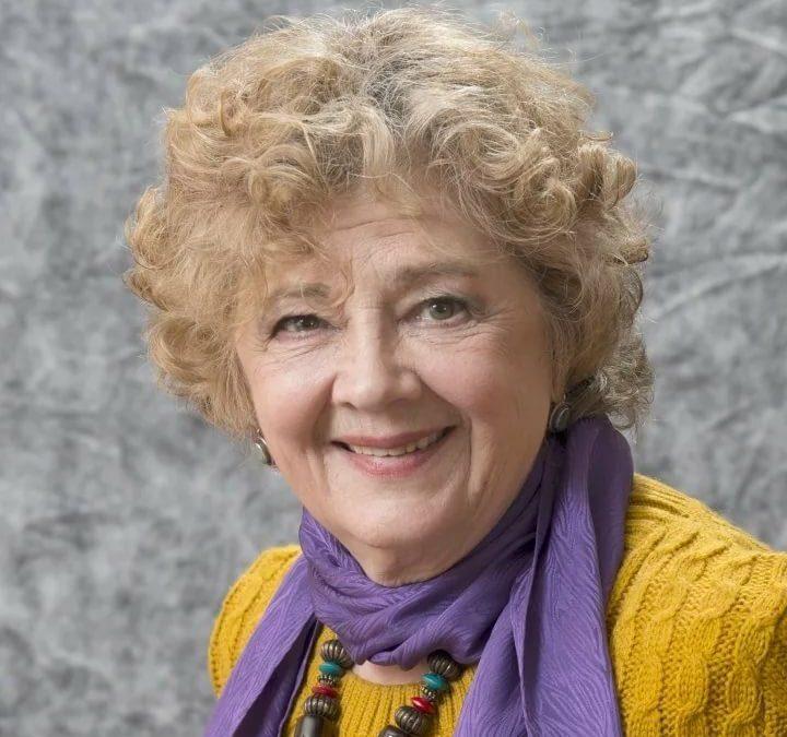 Коллектив благотворительного фонда имени И. М. Смоктуновского «Золотой Пеликан» поздравляет Алину Покровскую с 80-летним юбилеем!
