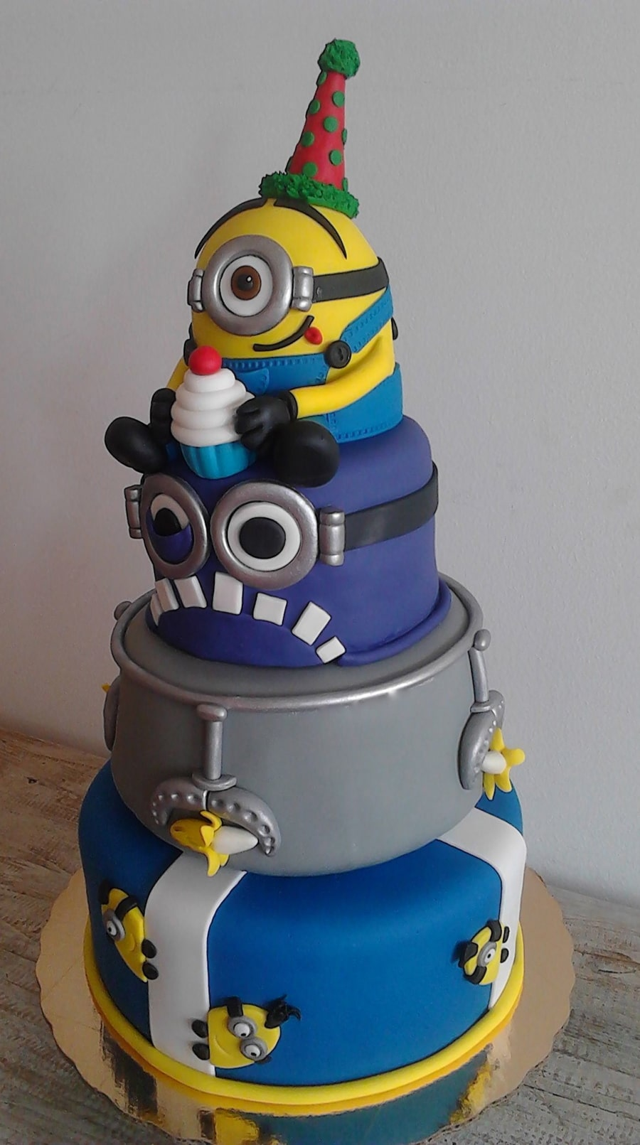 10 Amazing Minion Birthday Cakes Pretty My Party Party