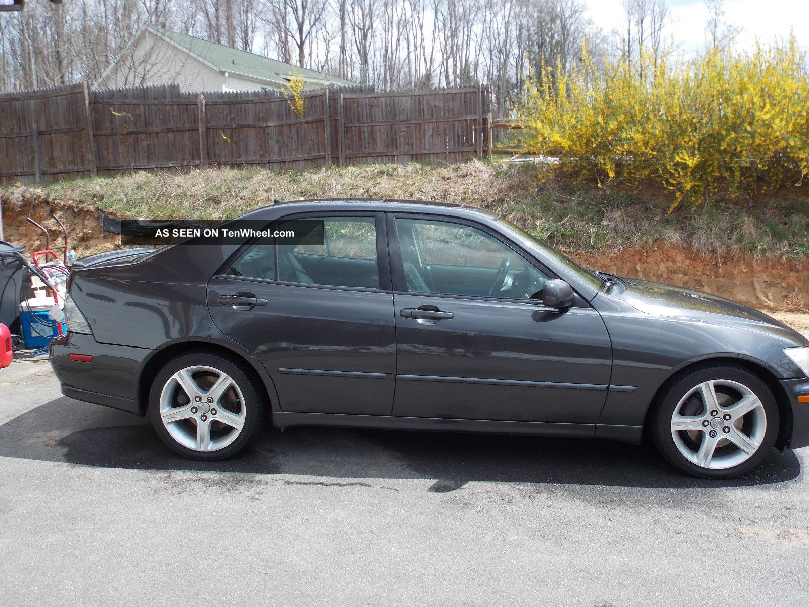 2003 Lexus IS 300 Information and photos ZombieDrive