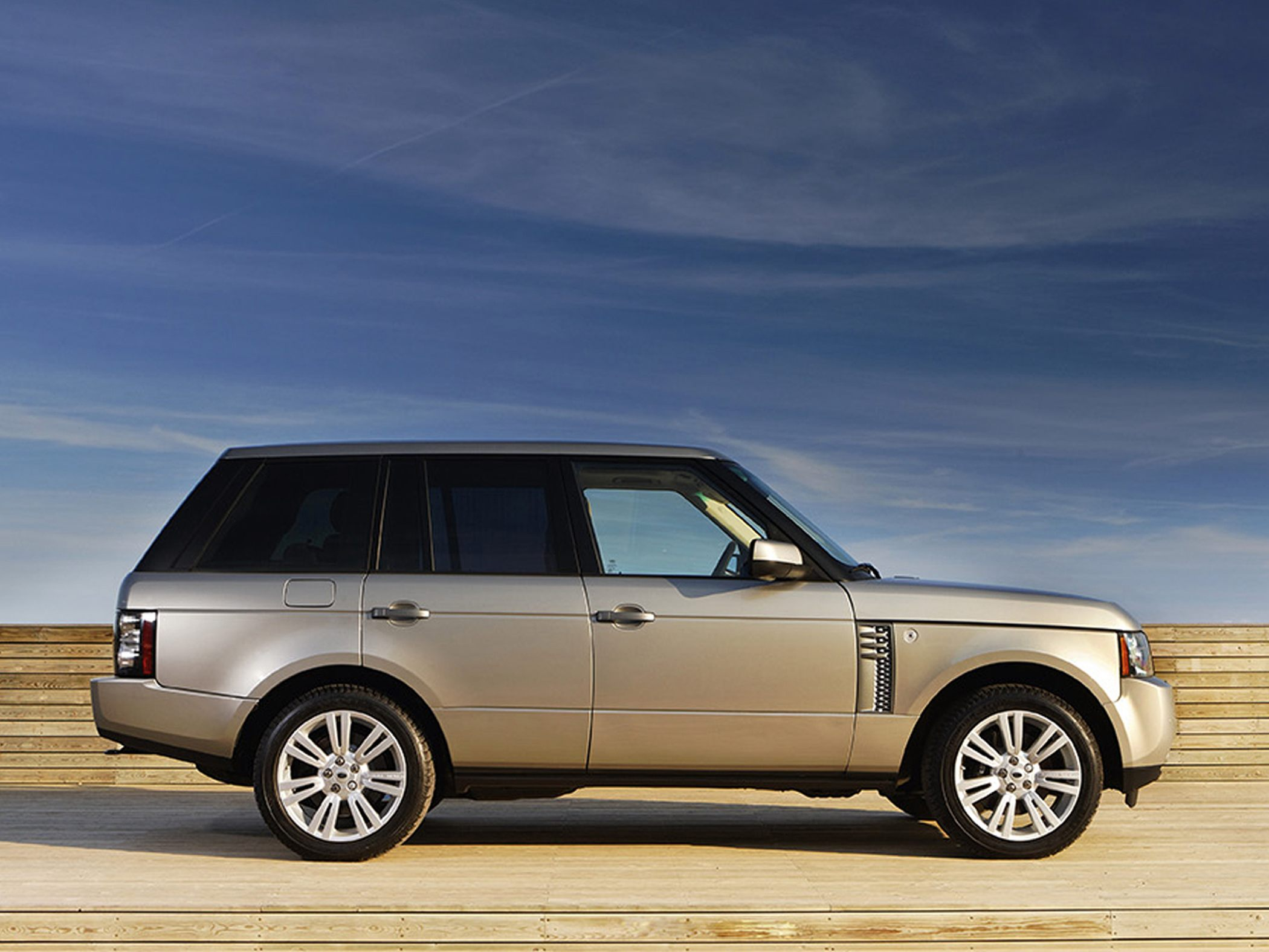 2010 Land Rover Range Rover Information and photos ZombieDrive