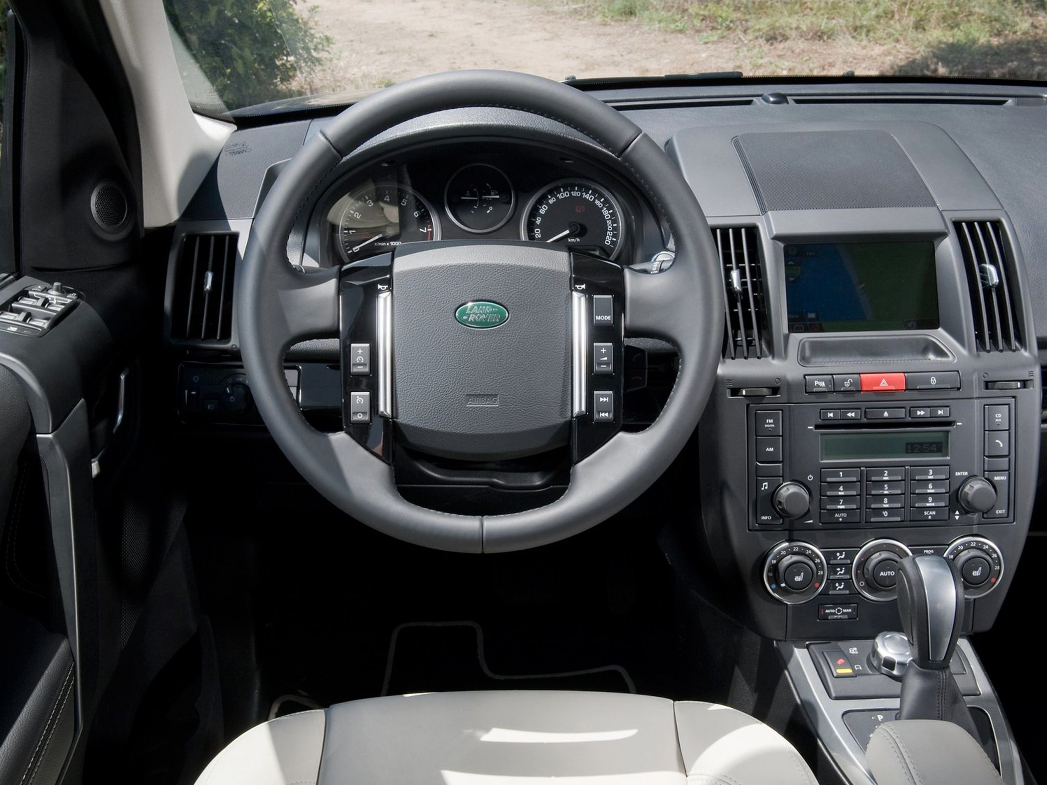 2012 Land Rover LR2 Information and photos ZombieDrive