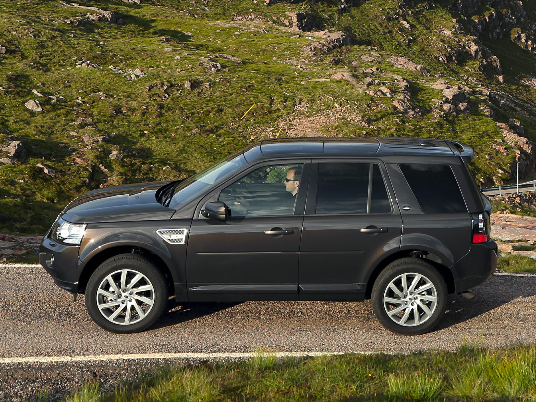 2014 Land Rover LR2 Information and photos ZombieDrive