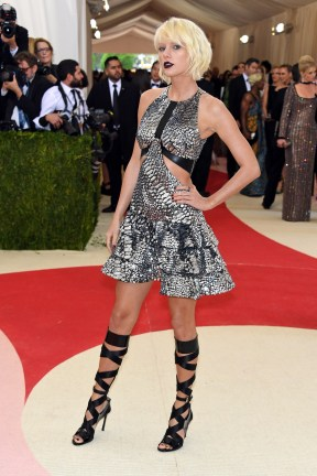 "NEW YORK, NY - MAY 02: Taylor Swift attends the ""Manus x Machina: Fashion In An Age Of Technology"" Costume Institute Gala at Metropolitan Museum of Art on May 2, 2016 in New York City. (Photo by Larry Busacca/Getty Images)"