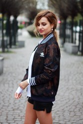 street-style-tumblr-girl-pretty-blonde-ootd-look-lookbook-outfit-adidas-jacket-sporty-style-fashion
