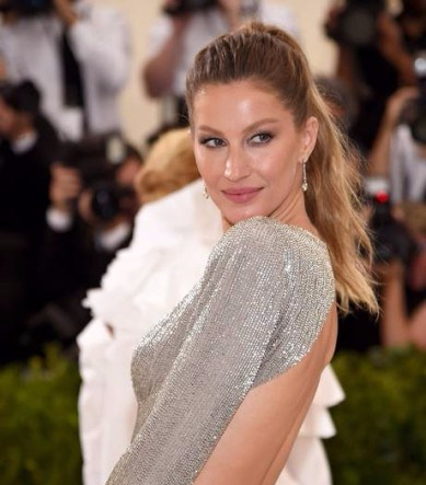 67431388_NEW-YORK-NYMAY-01-Co-Chairperson-Gisele-Bundchen-attends-the-Rei-Kawakubo-Comme-des-Garc