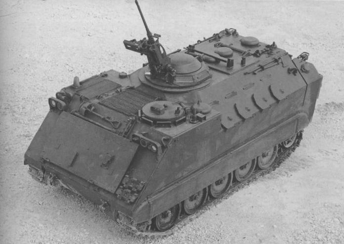 En la búsqueda de un VCI para el US Army se desarrollarían varios prototipos. En las fotos se pueden apreciar dos de ellos: En la 1era, un XM-734, ahora perteneciente a una FFSS. En la 2da foto, el XM-765, del cual se puede apreciar claramente los laterales traseros y la disposición de las troneras. Imagen: Internet/ Aberdden Proving Grounds.