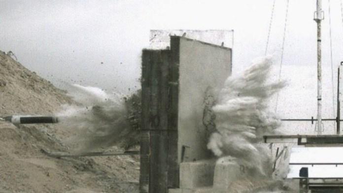 Bomba IMI MPR-500 durante pruebas de penetración. Captura de video IMI.
