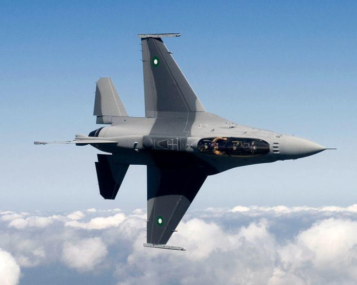 Un F-16D Block 52+ se somete a pruebas en los EE.UU. antes de su entrega a la Fuerza Aérea de Pakistán. 30 de septiembre del 2009.