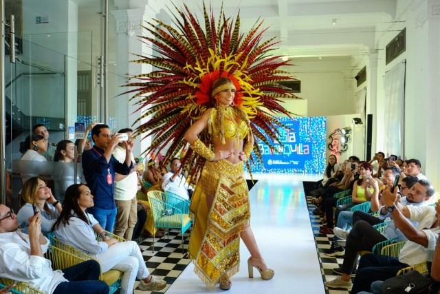 La Reina del Carnaval Isabella Chams usando el traje 'Origen'.
