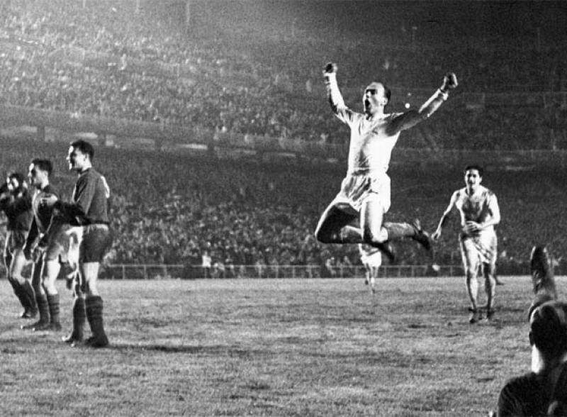 Alfredo Di Stefano con la maglia del Real Madrid