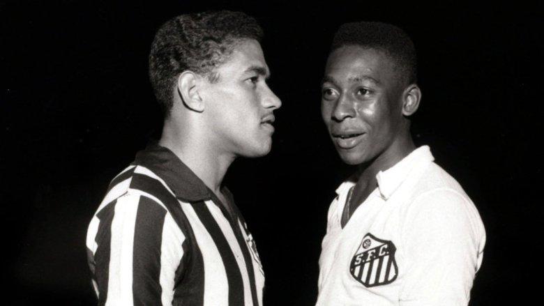 Pelé e Garrincha in una sfida tra Botafogo e Santos