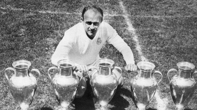 Di Stefano con le cinque Coppe Campioni vinte a Madrid