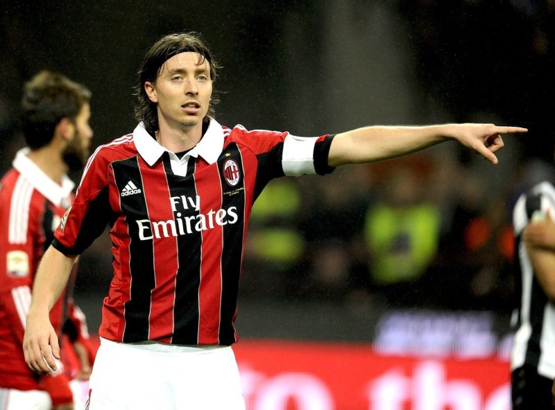 MILAN, ITALY - NOVEMBER 25: Riccardo Montolivo of AC Milan during the Serie A match between AC Milan and Juventus FC at San Siro Stadium on November 25, 2012 in Milan, Italy. (Photo by Claudio Villa/Getty Images)