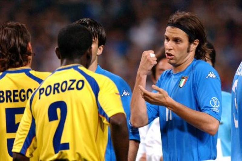 Italy's Cristiano Doni (r) argues his point to Ecuador's Augusto Poroso (l)
