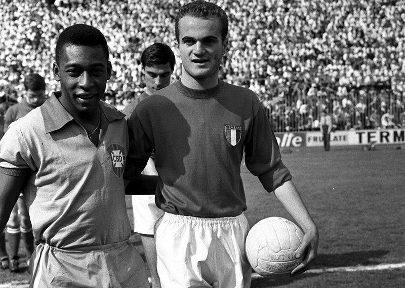 Italia-Brasile_-_Pelé_+_Sandro_Mazzola