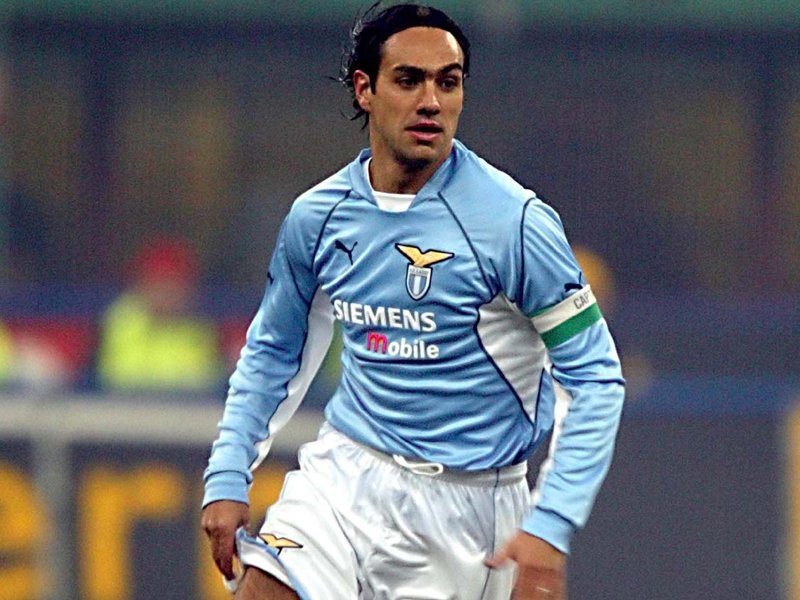 06 Jan 2002: Alessandro Nesta of Lazio in action during the Serie A match between Inter Milan and Lazio, played at the Giuseppe Meazza Stadium, Milan. DIGITAL IMAGE Mandatory Credit: Allsport UK/Getty Images
