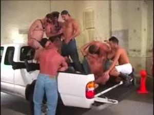 [VIDEO] Orgia sonbre una camioneta
