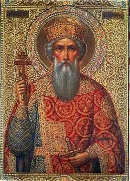 San Vladimir de Kiev con sus túnicas sosteniendo una cruz bizantina y con corona