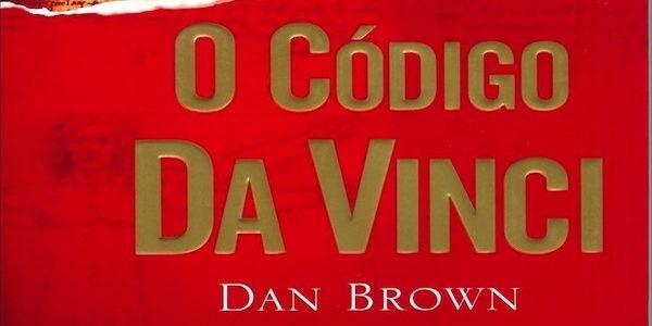 tenemos un libro de caratula color naranja  con letras blancas el titulo El código davinci