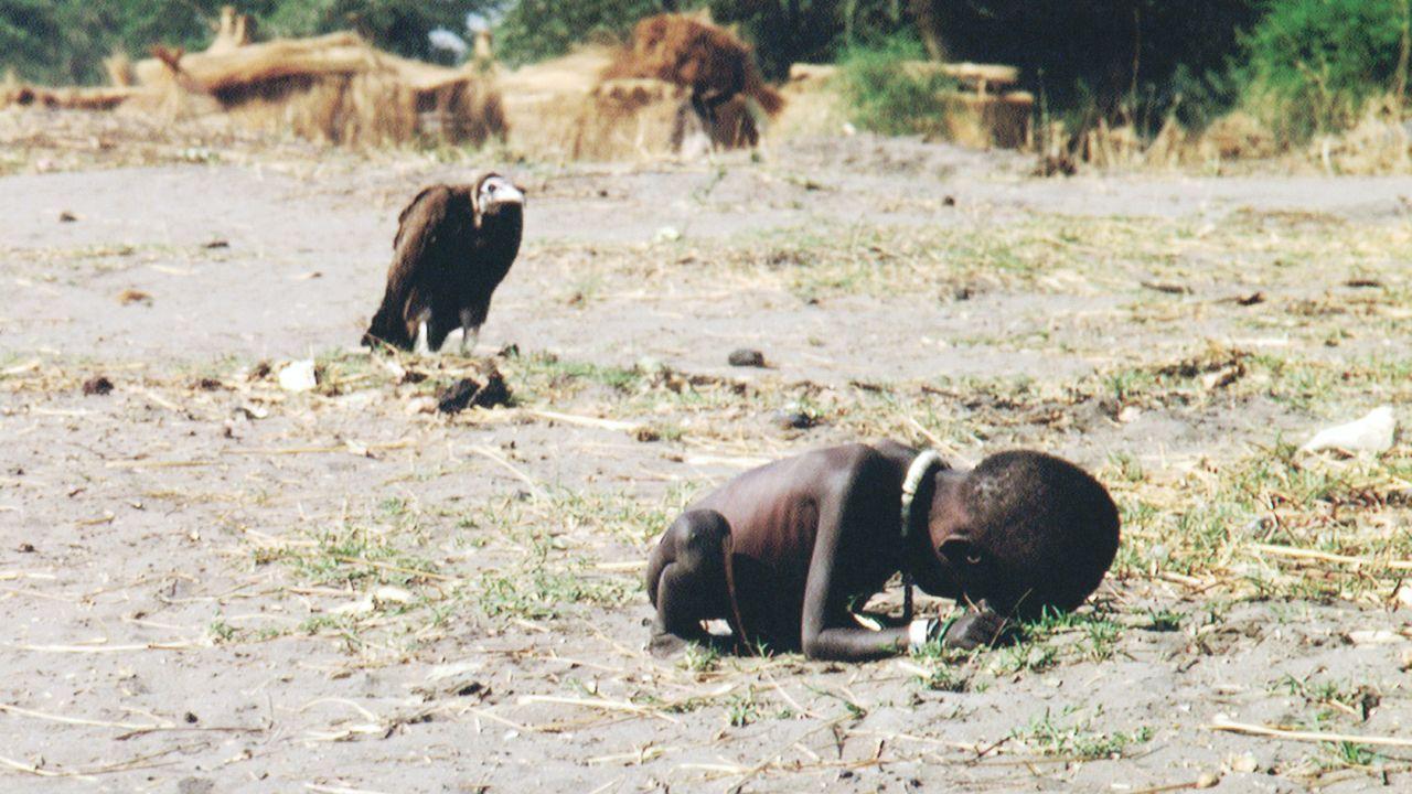 El Niño Hambriento y el Buitre