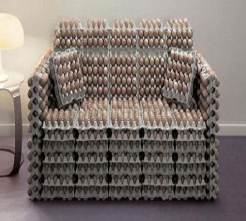 sofa dari karton wadah telur