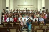 Miembros de la Iglesia y amigos en La Habana, Cuba, posan para una fotografía con Élder Jeffrey R. Holland, del Quórum de los Doce Apóstoles, al centro; Élder Donald L. Hallstrom, de la Presidencia de los Setenta, del centro a la derecha; Elder Wilford W. Andersen, de los Setenta, del centro a la izquierda; y el pastor Julio.