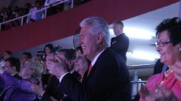 Élder Uchtdorf disfrutó de la Celebración Cultural en el Coliseo Gran Chimú de Trujillo.