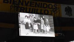 Élder Uchtdorf disfrutó con cada presentación de la Celebración Cultural por la Dedicación del Templo de Trujillo. (Foto: Cortesía Noticiasmormonas.org.pe)